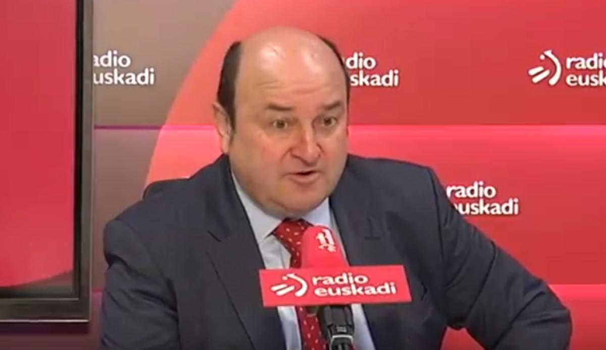 El presidente del PNV, Andoni Ortuzar, durante la entrevista en Radio Euskadi en que dijo que con el 155 su partido no jugaba.