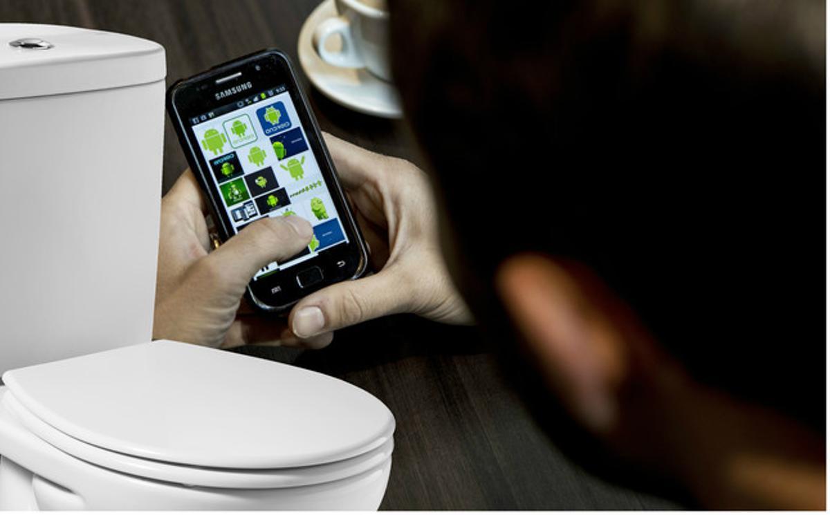 Un estudio dice que las pantallas de los móviles tienen más bacterias que un inodoro.