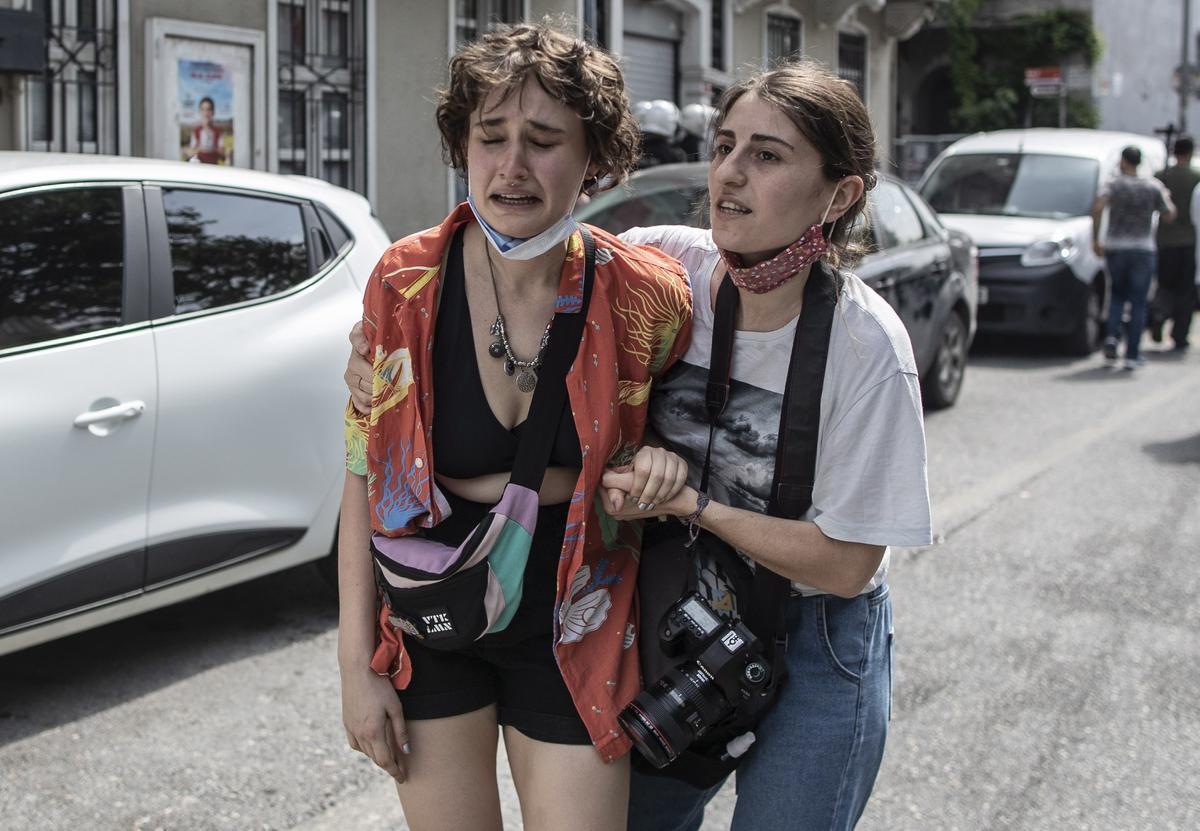 Gas lacrimógeno contra el desfile del Orgullo Gay en Estambul