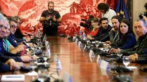 S'ofereix mediador per solucionar una crisi a Catalunya