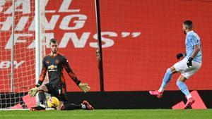 De Gea detiene el disparo de Mahrez en la mejor ocasión del City.