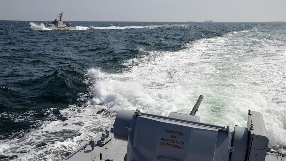 Rusia reabre el estrecho de Kerch tras un incidente naval con Ucrania en el mar de Azov.