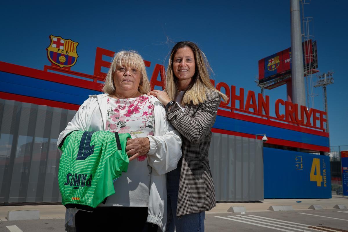 Maria Antonia Mínguez y Sandra Paños en la ciudad deportiva del Barça.
