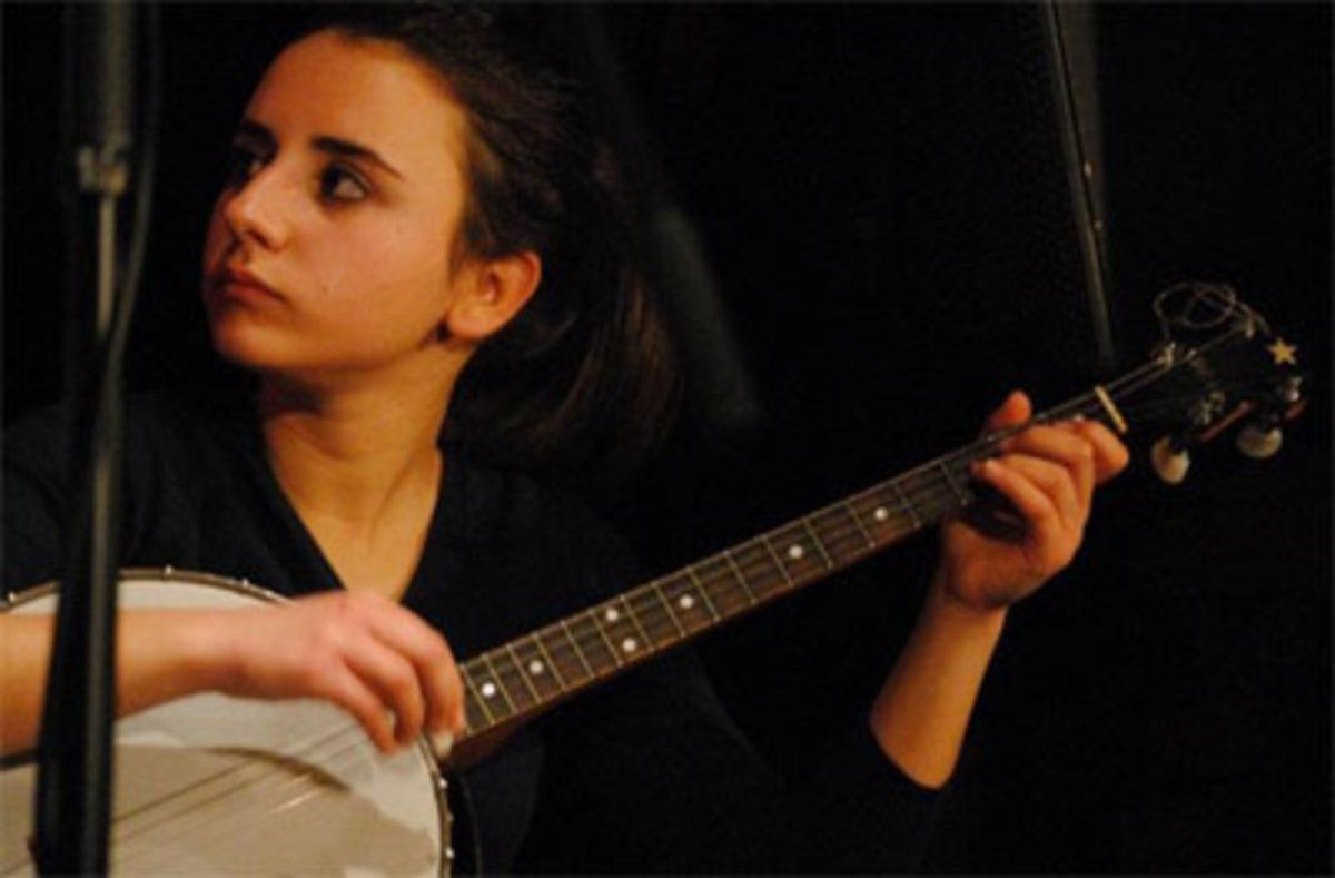 La cantante y guitarrista Carla Motis actúa hoy junto a Hugo Menéndez.