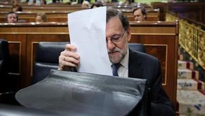 Rajoy se prepara para dar cuenta del Consejo Europeo en el Congreso, el miércoles 15 de marzo.