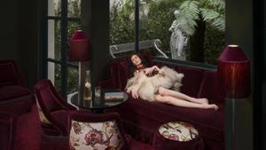 El hotel respeta la atmósfera de las antiguas casas de citas: sofás de terciopelo granate y figuritas eróticas.