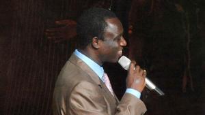 Thione Seck en un concierto en el Gran Teatro de Dakar en el 2012.