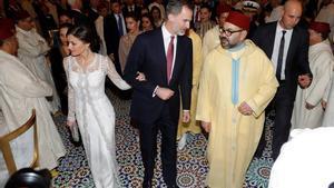 Los reyes Felipe y Letizia, junto al rey Mohamed VI.