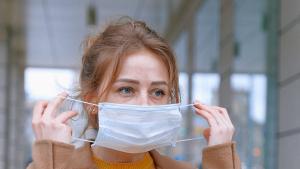 Aunque afecta a toda la población, el 'maskné' es más común en las mujeres.