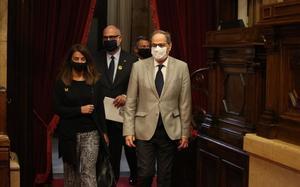 El 'president' Quim Torra y la 'consellera' de Presidència, Meritxell Budó, en el Parlament.