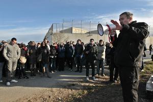 Funcionarios de prisiones de la Generalitat, el 5 de marzo pasado en una manifestación delante de la carcel de Quatre Camins.