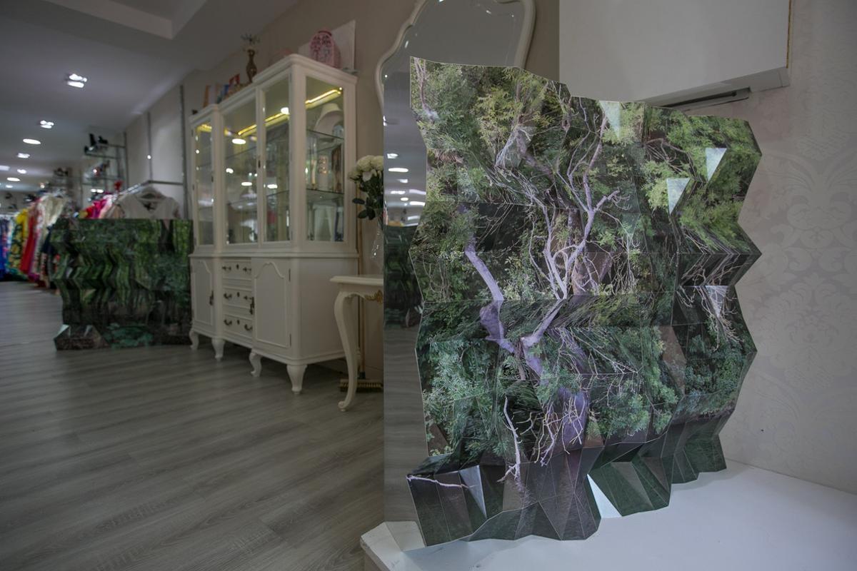 Relieve fotográfico 'The Growth Imperative' de Stefanie Herr en Le Petit Paris Boutique