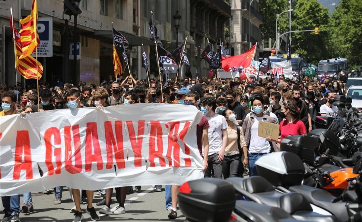 Manifestación de estudiantes universitarios durante la jornada de huelga del 13 de mayo contra la crisis educativa.
