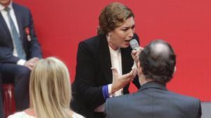 La cantaora Estrella Morente ha pedido diálogo ante Mariano Rajoy en la celebración de los actos oficiales del Dos de Mayo enMadrid.
