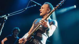 Sting, en una actuación en la sala Bataclan, de París.