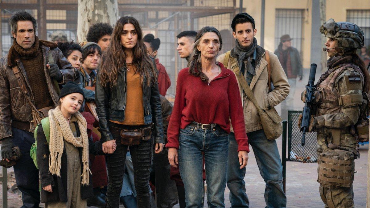 Olivia y Ángela Molina, en una imagen de 'La valla'.