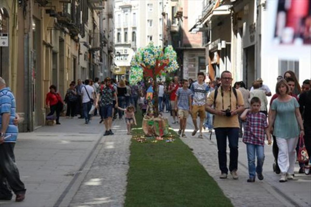 Rastreados 8Asistentes a Temps de Flors, en Girona, el pasado mayo.