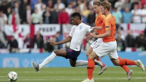 Marcus Rashford disputando un partido con la selección inglesa.