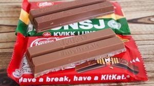 La chocolatina Kit Katpropiedad de Nestlé, yKvikk Lunsj de Mondelez.