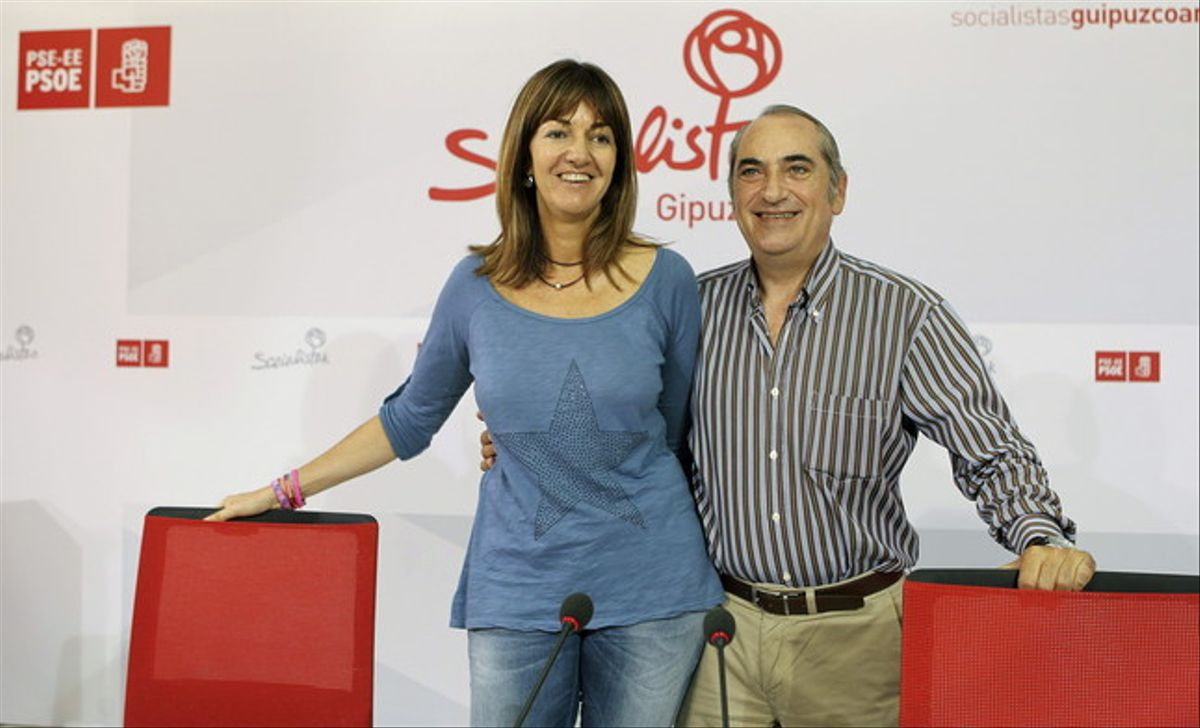 Idoia Mendia e Iñaki Arriola, durante un encuentro que mantuvieron este sábado en San Sebastián