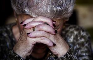 Una anciana en una residencia geriátrica
