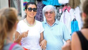 Ecclestone pasea con su mujer, Fabiana.