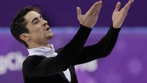 Javier Fernández saluda tras acabar el programa corto.