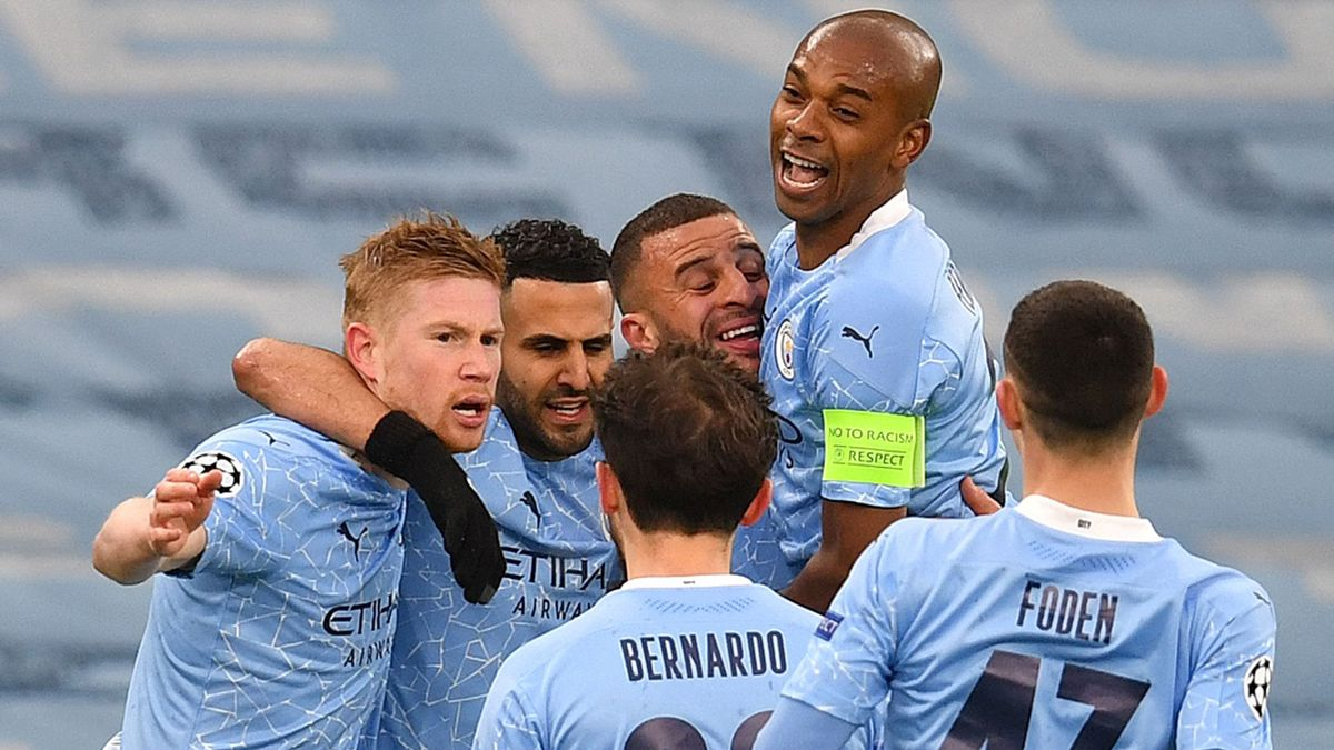 Los jugadores del City celebran uno de los goles de Mahrez.