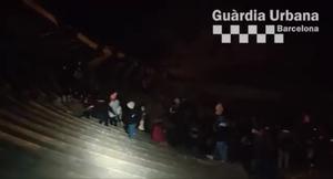 La Guàrdia Urbana de Barcelona denuncia a 140 personas que participaron en un botellón ilegal en el teatre Grec