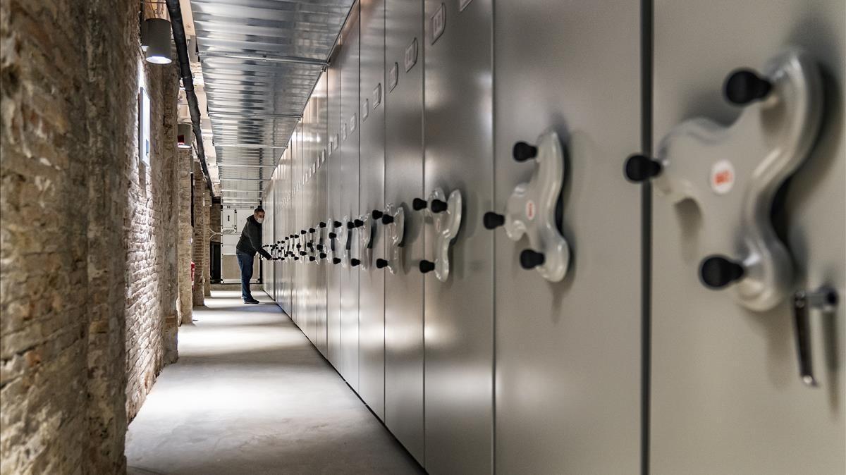 El Espai Rogent, el semisótano del Palau Savassona restaurado para acoger la biblioteca patrimonial del Ateneu Barcelonès.