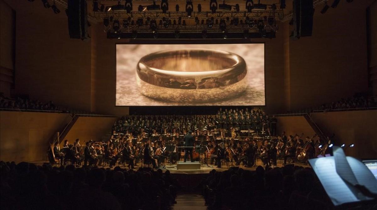 Éxito de 'El señor de losanillos' en el Auditori, con música en directo.
