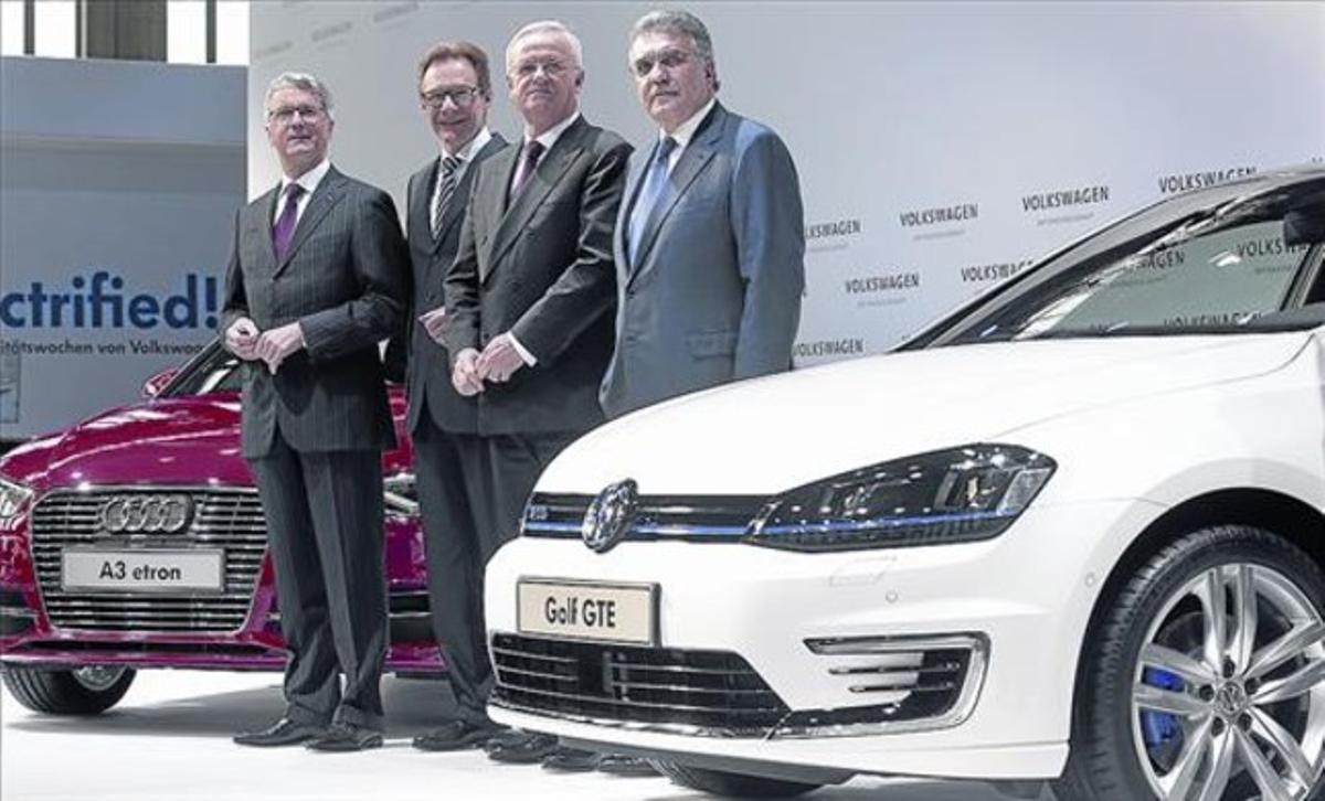 De izquierda a derecha: Rupert Stadler (Audi), Michael Macht (consejero de VW), Winterkorn y García Sanz.
