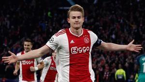 De Ligt, durante un partido de Champions con el Ajax.