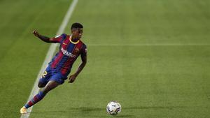 Ansu Fati en acción contra el Sevilla