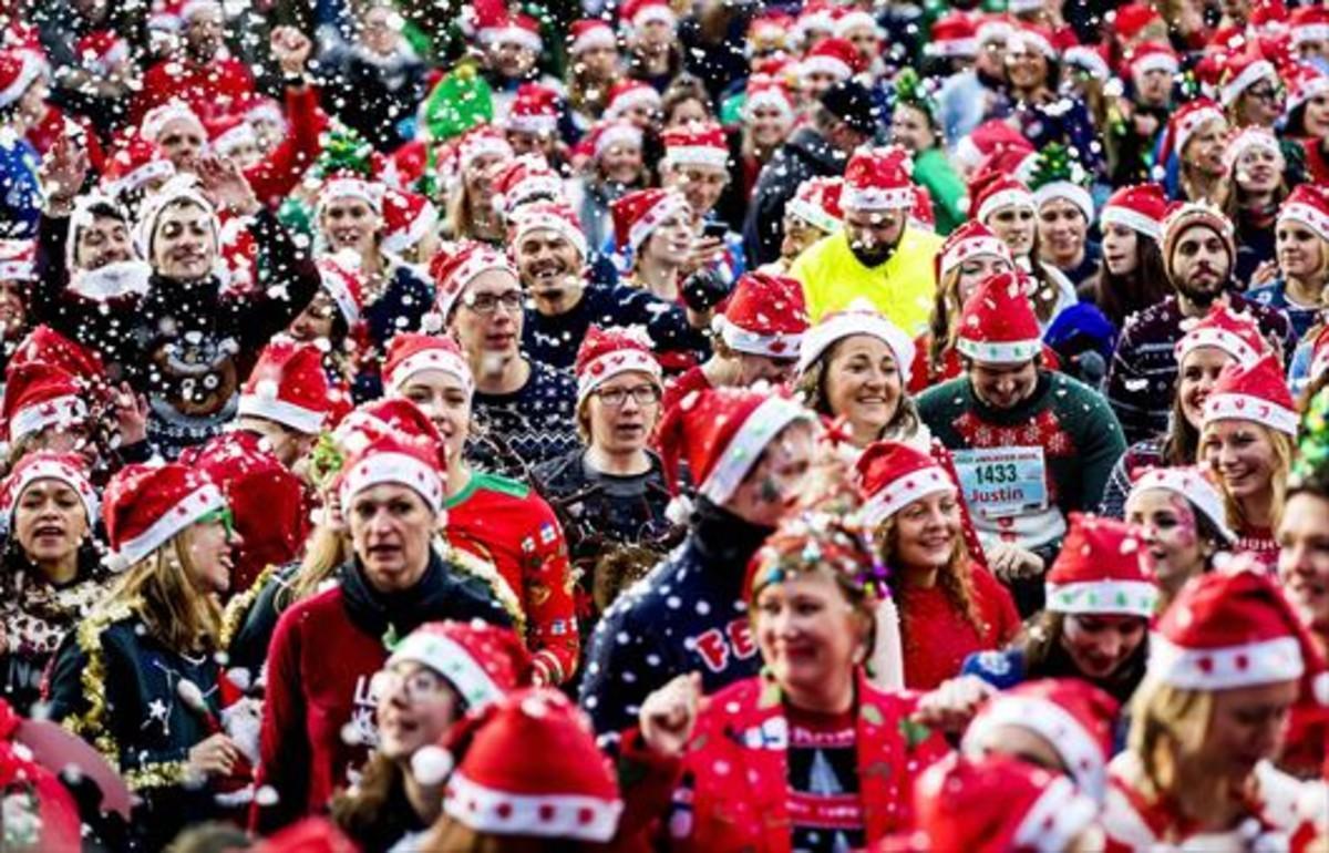Rentas elevadas 8Ciudanos holandeses participan en una carrera popular navideña, en Ámsterdam.
