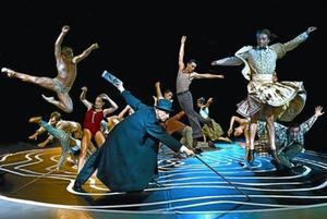 Cesc Gelabert, con sombrero y bastón, en una escena del espectáculo.