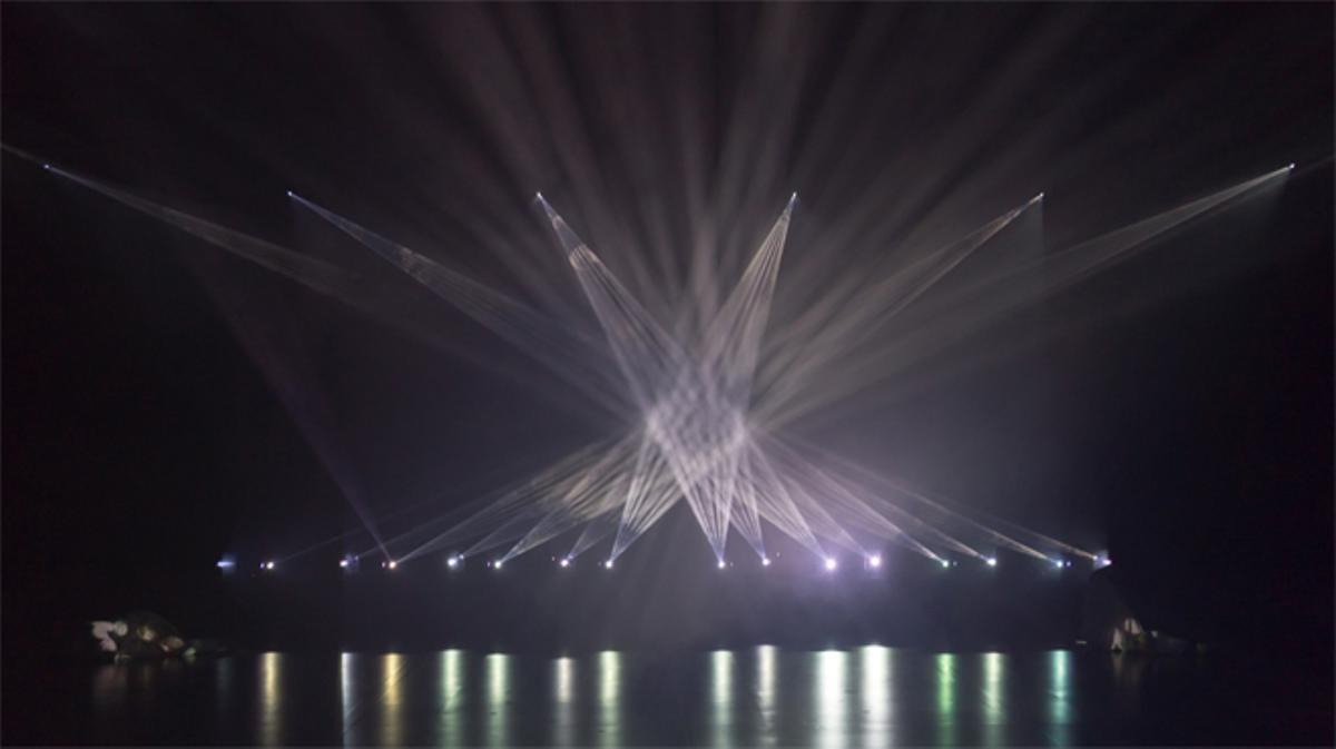 'Vídeo de la produccion de la instalación 'Phosphere'.
