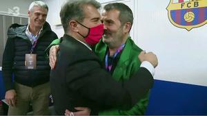 El abrazo entre Laporta y Sala Martín (TV3).