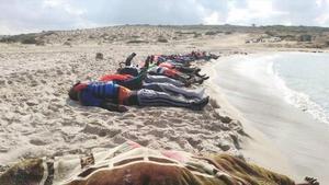 Los cuerpos de algunos de los migrantes que han perdido la vida en el mar.