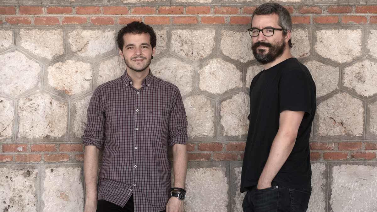 Pedro Gullón (izquierda) y Javier Padilla, autores de 'Epidemiocracia' (Capitán Swing, 2020).