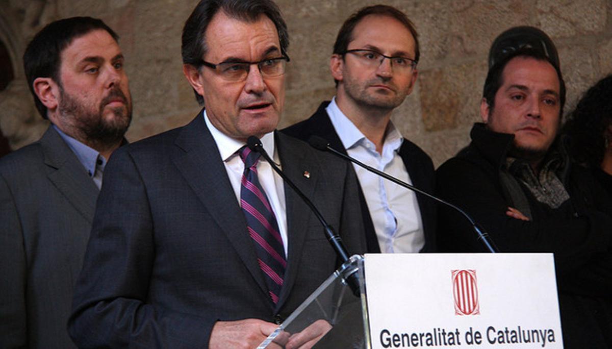 Artur Mas anuncia el acuerdo, con Junqueras, Herrera y Fernàndez detrás.