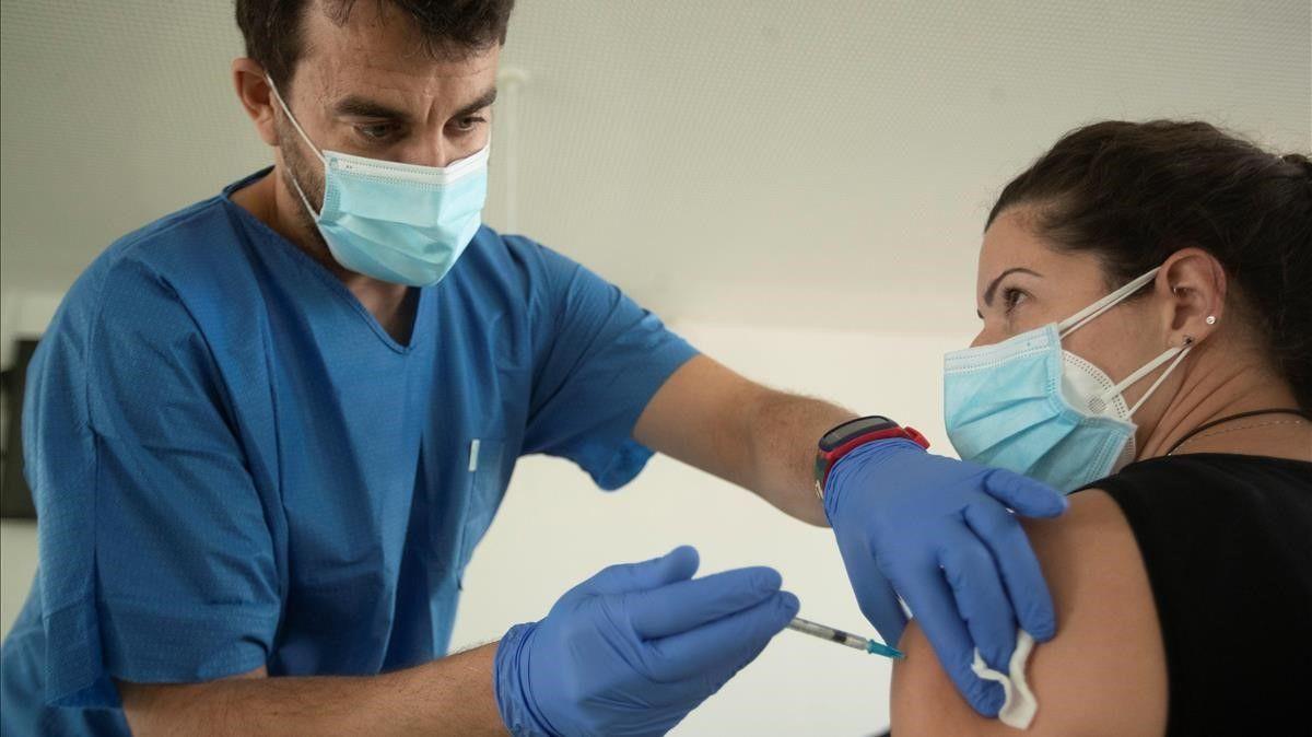 Catalunya asegura que no pone más vacunas contra el covid porque no tiene