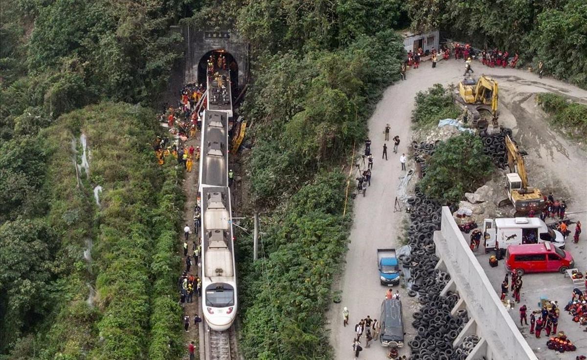 Al menos 48 muertos en un accidente de tren en Taiwán
