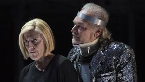 Lluís Homar junto a Lina Lambert, en 'Ricard III'.