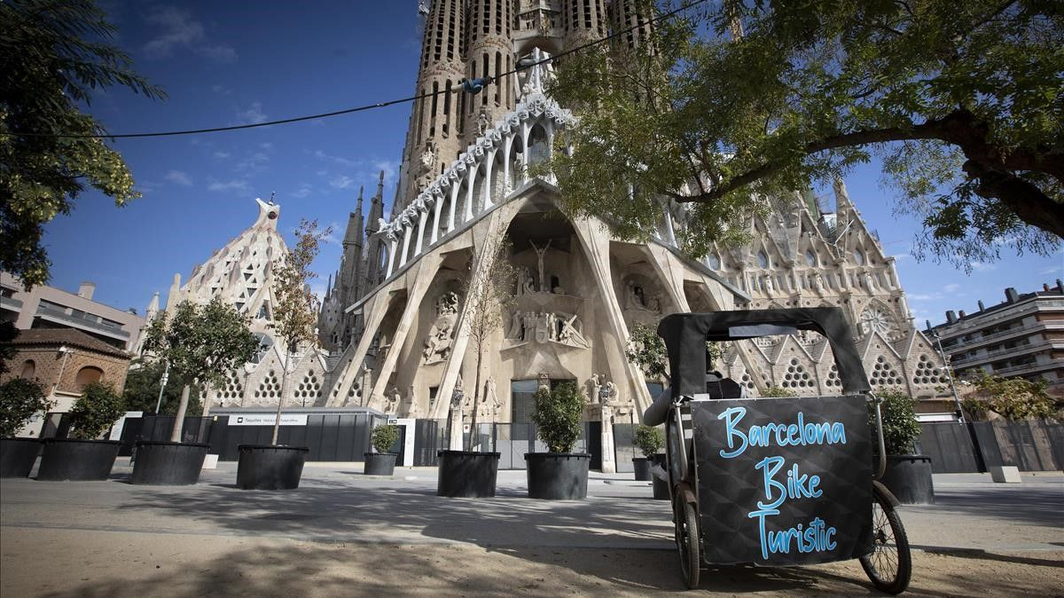La llegada de turistas internacionales cayó en marzo un 75,5 %. En la foto, la Sagrada Família, en Barcelona, sin turistas.