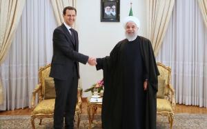 El presidente de Irán, Hasan Rohani (derecha), recibe a su homólogo sirio Bachar al Asad en Teherán.