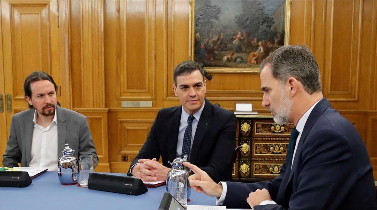Pablo Iglesias, Pedro Sánchez y Felipe VI, el pasado 18 de febrero en la Zarzuela.
