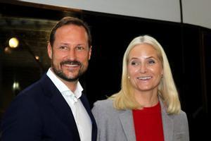 El heredero Haakon de Noruega y su esposa, la princesa Mette-Marit, en Fráncfort, el pasado mes de octubre.