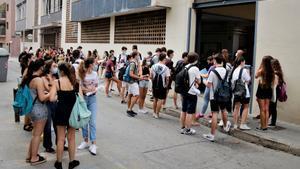 Alumnes de Badalona afronten la selectivitat post-Covid amb optimisme: «Hem tingut més temps per estudiar»
