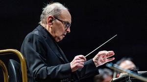 GRAF5652. MADRID, 07/05/2019.- El compositor y director de orquesta italiano Ennio Morricone, durante el concierto ofrecido esta noche en el WiZink Center de Madrid. EFE / Rodrigo Jiménez